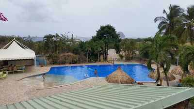 A haven of peace close to everything, 2 bedrooms, garden, pool.