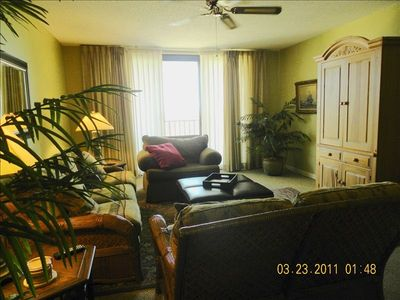 LR / large sliding glass door. Fantastic ocean views.Pull out queen sleeper sofa