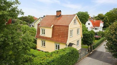 Old cozy house with a nice garden, near the harbor of Gothenburg.