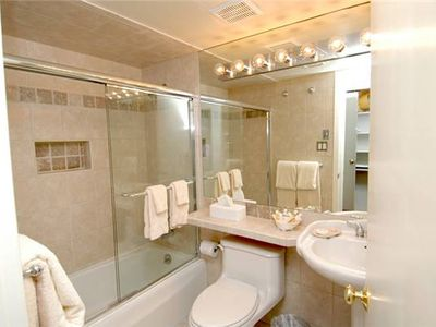 Aspen condo rental - Guest Bathroom