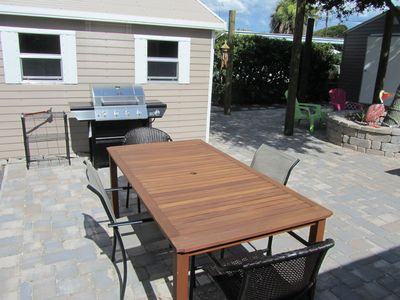 Outdoor dining table with Grill behind