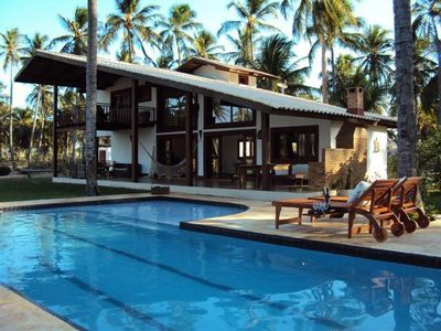 Charming beach house with complete leisure area, in Guajirú Beach - EC.