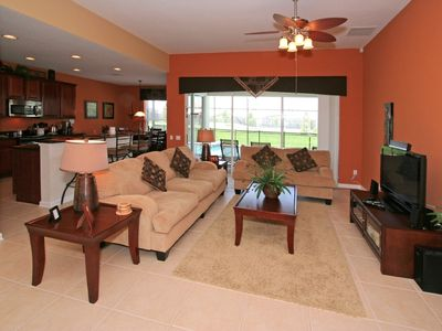 Large Open Living Area Overlooking Pool/Spa/Lanai