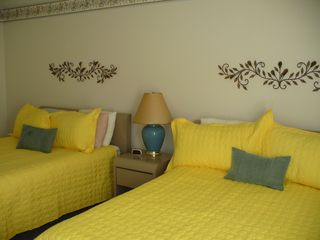 Endless Summer condo photo - The bright, large bedroom w/ 2 Queens