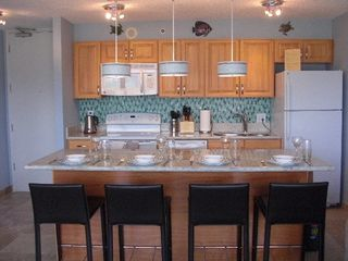 Honolulu condo photo - Well designed and equipped kitchen