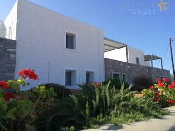 A premium 160 sq m villa with 2 ensuite bedrooms and beach view