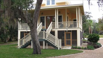 Steinhatchee house rental - Savannah River house - my favorite! There is a carport for your car in back.