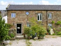 SPOUT BARN, pet friendly, luxury holiday cottage in Shottle, Ref 2574