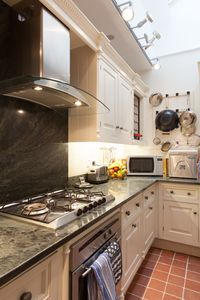 Covent Garden apartment rental - Kitchen is fully equipped