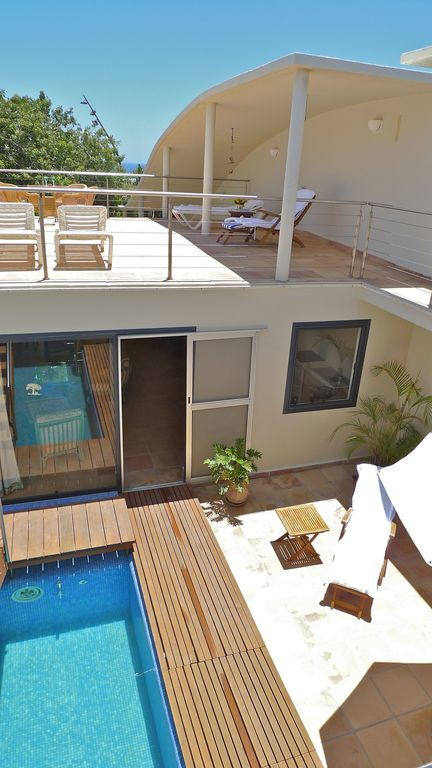 Large bungalow with private pool, minutes from the sea, sheltered courtyard