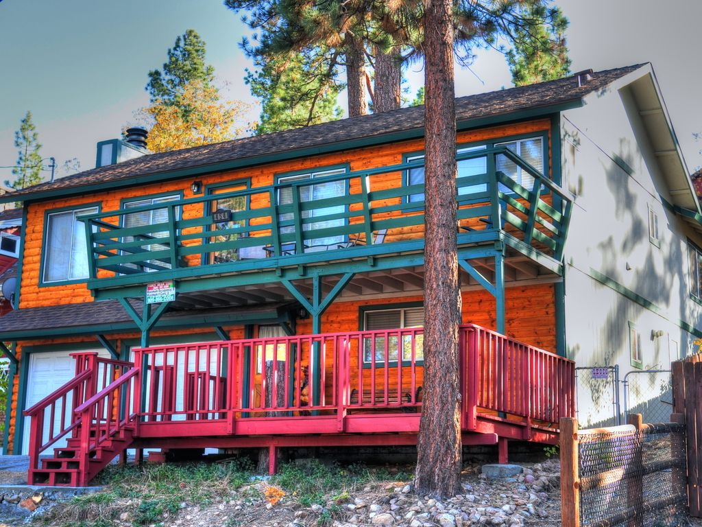 Cozy cabin full of fun big bear lake vrbo for Big bear 2 person cabin