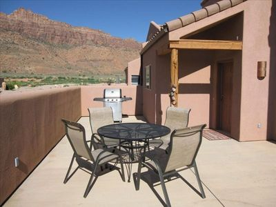 Moab townhome rental - Spacious deck and outdoor BBQ