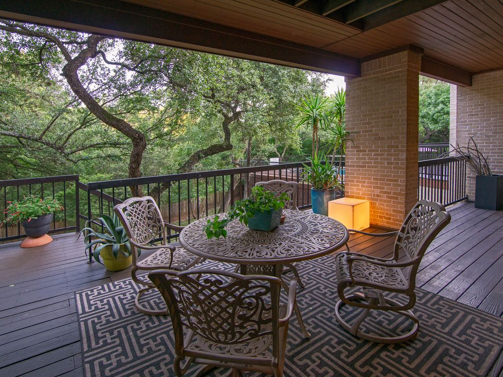 WALKING DISTANCE TO ACL FEST 3 Bedroom on greenbelt in the treetops