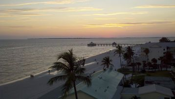 Enjoy a Gulf Coast Sunset every night!