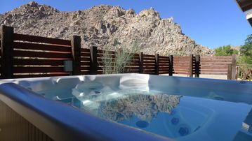 Joshua Tree house rental - Six person tub, facing rocks!