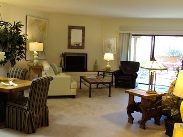 Tucson townhome rental - Spacious and Relaxing Living Room
