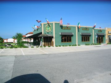 Irish pub and restaurant just outside the gates
