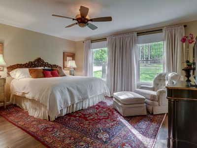 Franklin house rental - Master bedroom with king size bed, walk-in closet and tv with over 160 channels
