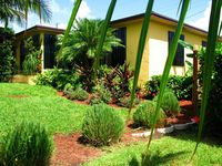 Beach Bungalow Hideaway... A Quiet Charming Old Beach Neighborhood-Enjoy Life!