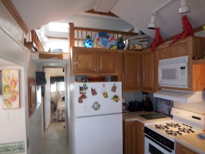Key Largo mobile home rental - KITCHEN LOOKING TOWARDS MASTER BEDROOM