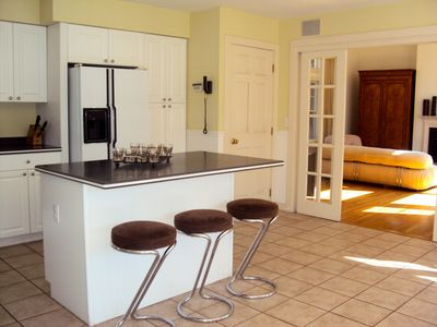 Eat-in kitchen with island