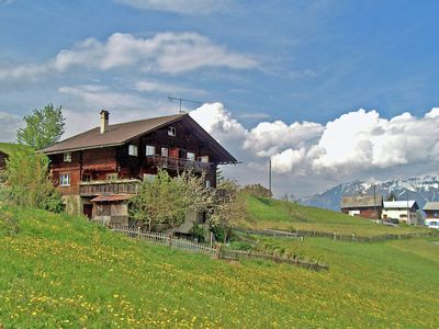 Beautifully located house in the midst of the mountains with a beautiful view.