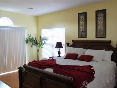 Master bedroom, king bed, 32 HDTV, upstairs deck, master bath