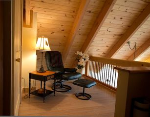 Lexington cabin photo - Sitting - reading room in loft
