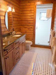 Luck cabin rental - Master Bathroom.