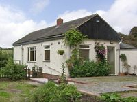 GARDENS END COTTAGE, pet friendly in Biddulph, Ref 4237