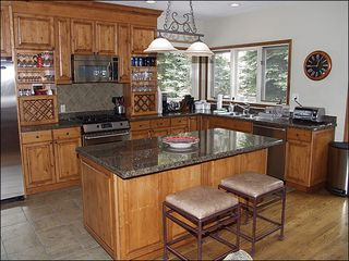 Vail townhome photo - Gourmet Kitchen with Breakfast Bar