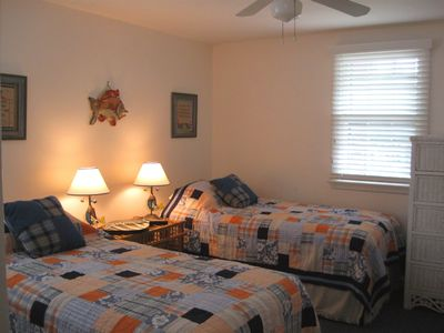 Surf City house rental - Guests rest easy in this tastefully decorated room
