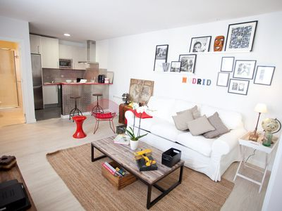 aWesome cHic mAdrid cEnter- Bright and Spacious Living Room.