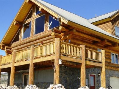 Flying Cloud - Gorgeous 3 bedroom/3 bathroom Cabin with Hot Tub.