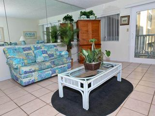 Holiday Surf and Racquet Club Destin condo photo - Living room view 2