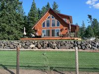 Cozy cabin on 30 acres with spectacular view of Lake Roosevelt and Spokane River