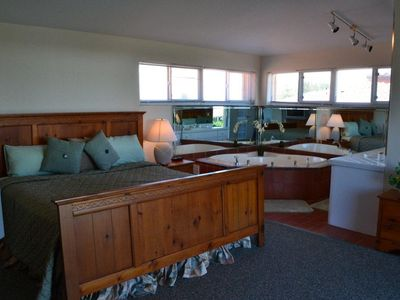 Key Colony Beach property rental - Master Bedroom Suite with King Size Bed and Jacuzzi Tub