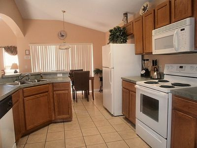 Lake Berkley villa rental - well equiped kitchen