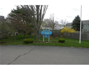 York Beach condo photo - Conveniently located Condominium complex in between two beaches yet private