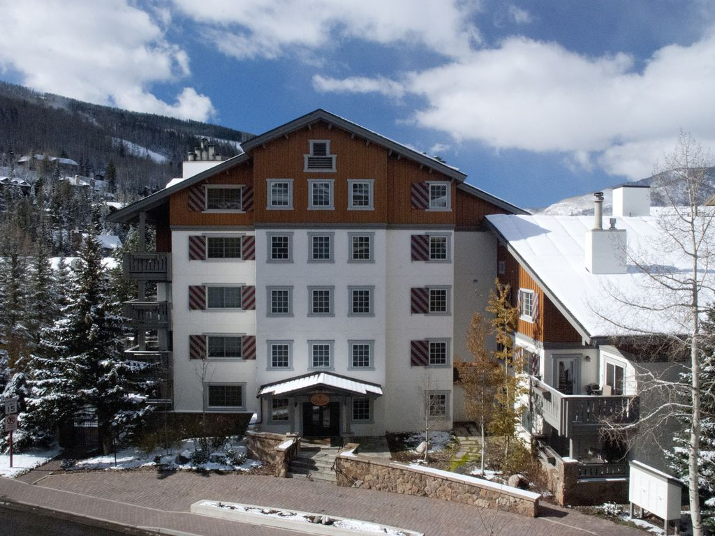 Vail village location pool spa discounts vrbo for Cabins for rent near vail colorado