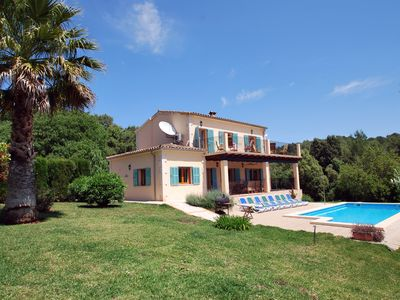 Charming Villa, Hot tub, enclosed gardens, pool, air con, WiFi, Licence ET3338.
