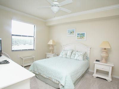 Master Suite w/Queen Bed