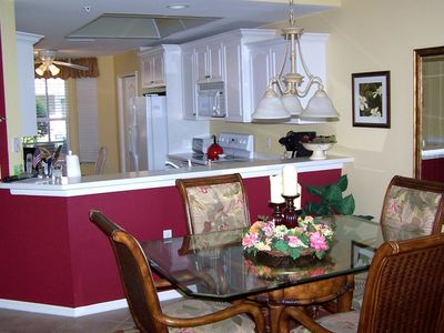 Kitchen and kitchen bar for serving dining area - impressive rich color contrast
