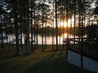 Beautiful Sunsets, Grass to the lake in a Private Cove