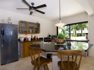 Manuel Antonio villa photo - Kitchen with island (Tipoha)