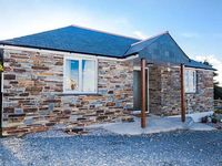 SUNSET COTTAGE, romantic, with open fire in Tintagel, Ref 918337