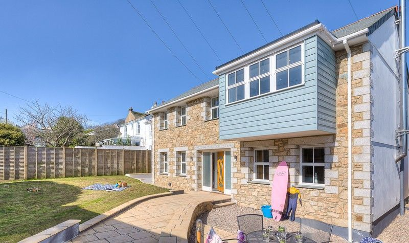 Stunning pet & family friendly villa, sleeps 8, with outdoor hot tub, large garden, wifi and parkin