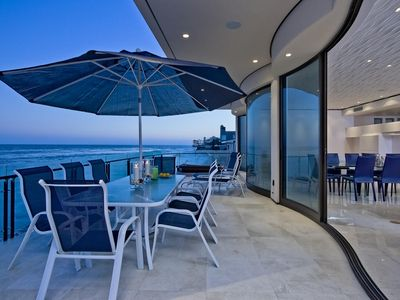 Malibu house rental - White Marble Patio