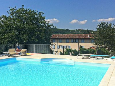 Apartments in an old farmhouse, carefully restored, with swimming pool.