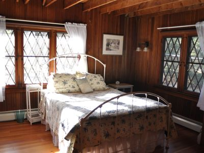 Poconos Pines / Lake Naomi cottage rental - Queen size bed.